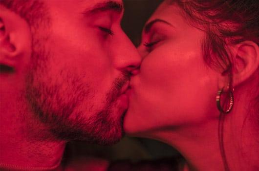 kiss relationship